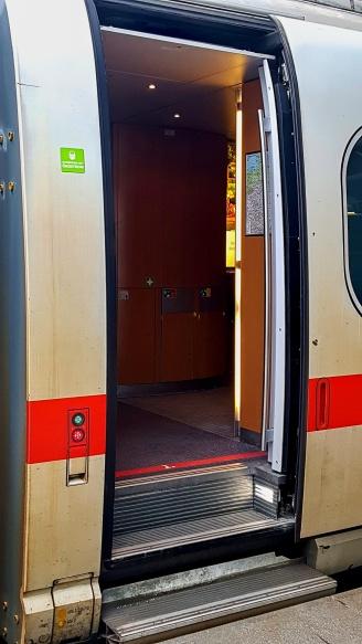 Siemens Velaro (ICE 3) - vstupní prostor. Foto: Dopravní Magazín