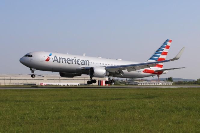 thumbnail_American Airlines_Prague Airport_2